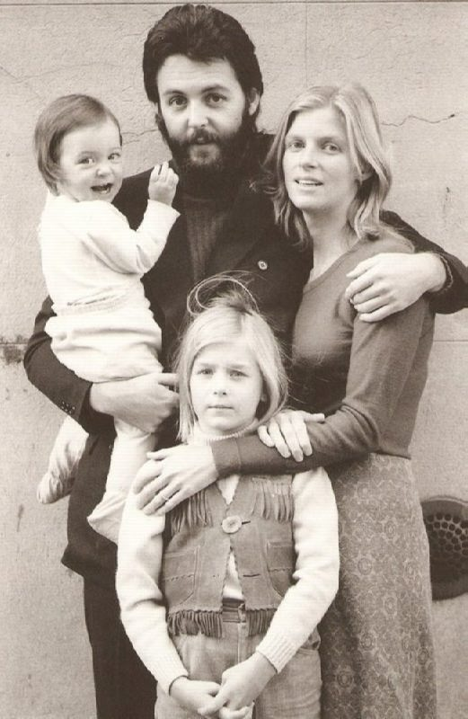 Linda and Paul McCartney with their children