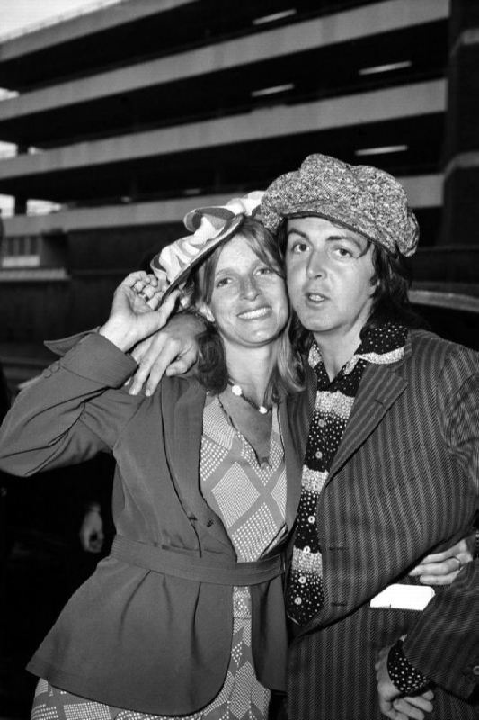 Stunning Linda and Paul McCartney