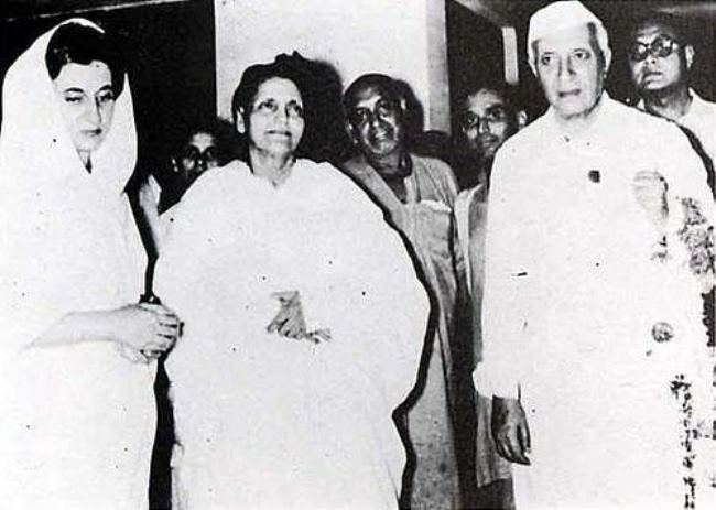 Anandamayi Ma with Jawaharlal
