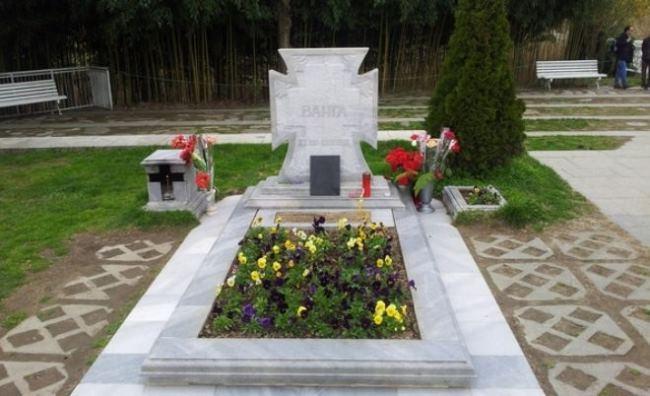 Grave of Vanga