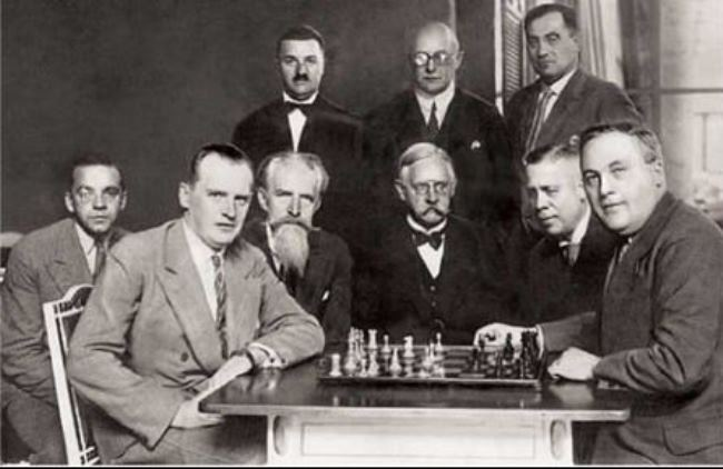 Match between Alexander Alekhine and Efim Bogolyubov (right) in Wiesbaden in 1929